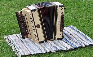 Harmonika mit Schalllöchern