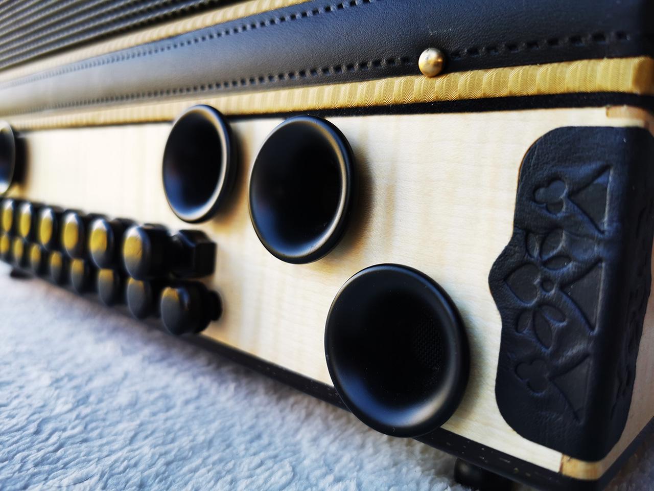 Steirische Harmonika Ahorn geriegelt Bass-Detail