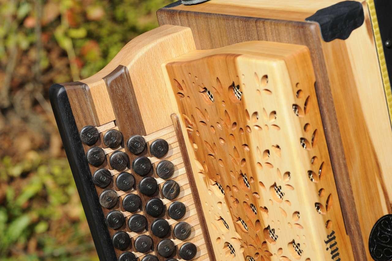 Steirische Harmonika Apfelholz Diskant