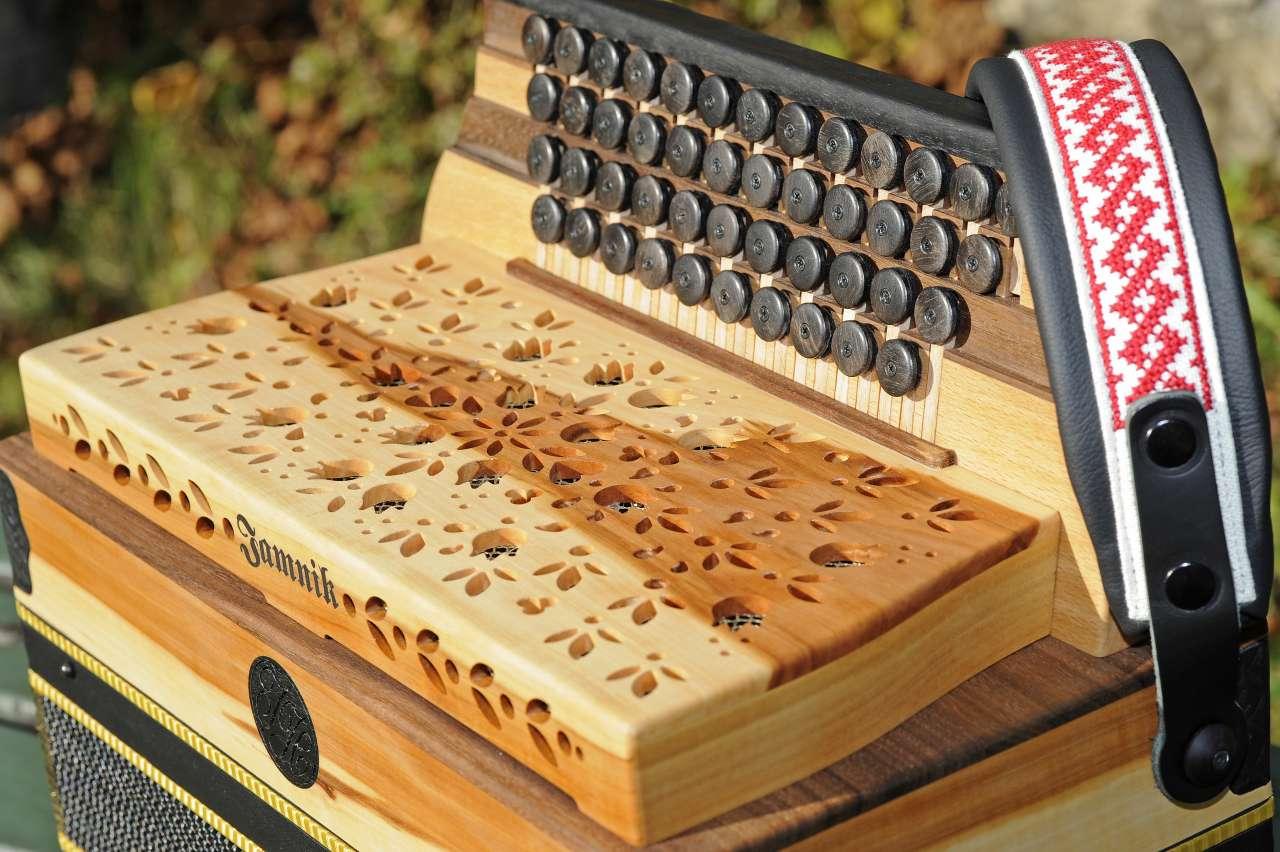 Steirische Harmonika Apfelholz Diskantseite