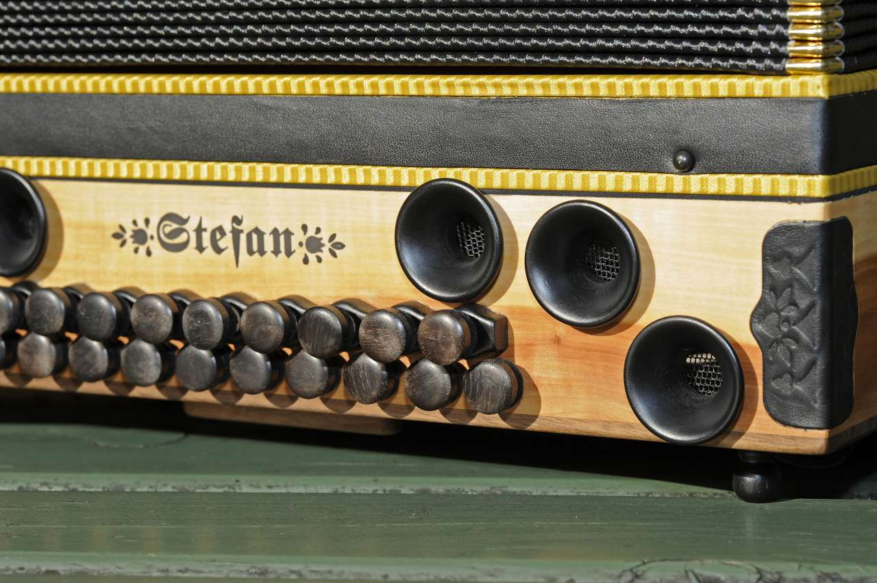 Steirische Harmonika Apfelholz Bassseite