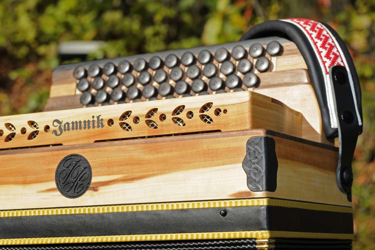 Steirische Harmonika Apfelholz Rückenriemen