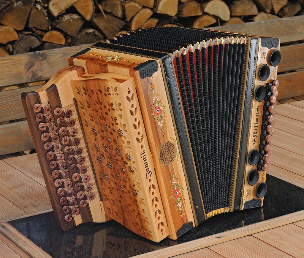 Steirische Harmonika Apfel von vorne