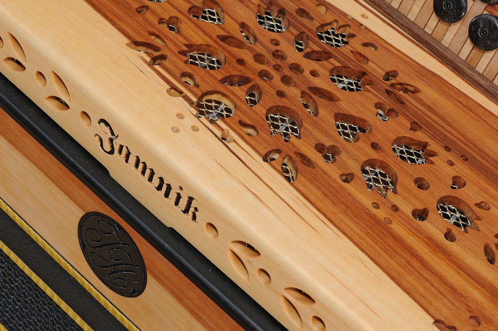Harmonika aus Apfelholz Verdeck