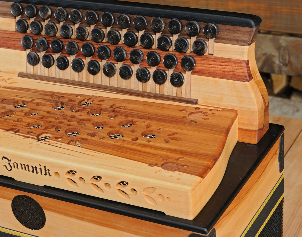 Harmonika aus Apfelholz Griffstock