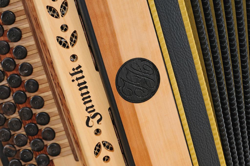 Harmonika aus Apfelholz Dekor