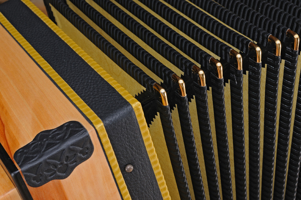 Harmonika aus Apfelholz Balg