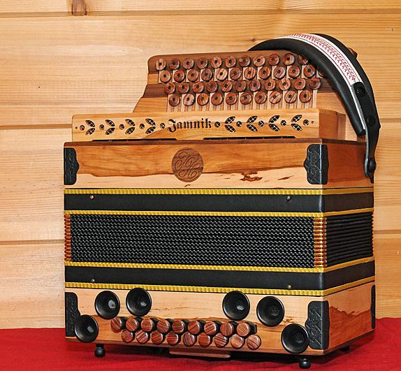 Steirische Harmonika Apfelholz von vorne