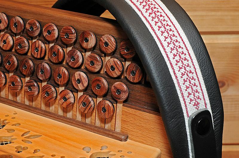 Steirische Harmonika Rosenholz Tasten