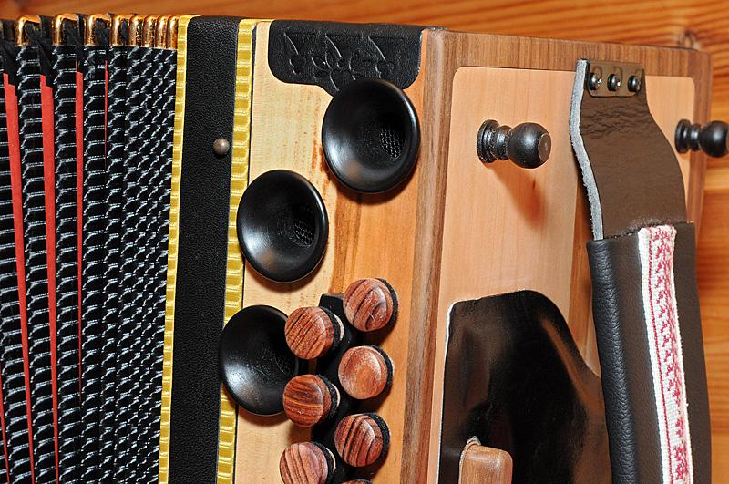 Steirische Harmonika Apfelholz Bass