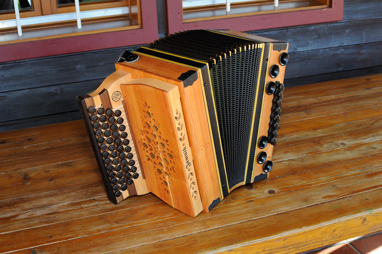 Steirische Harmonika Eibe von vorne