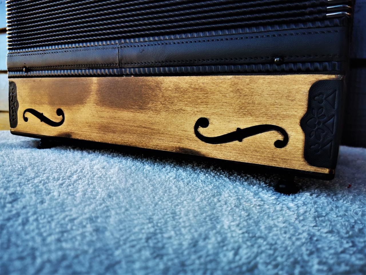 Steirische Harmonika Fichte gebeizt Rückseite
