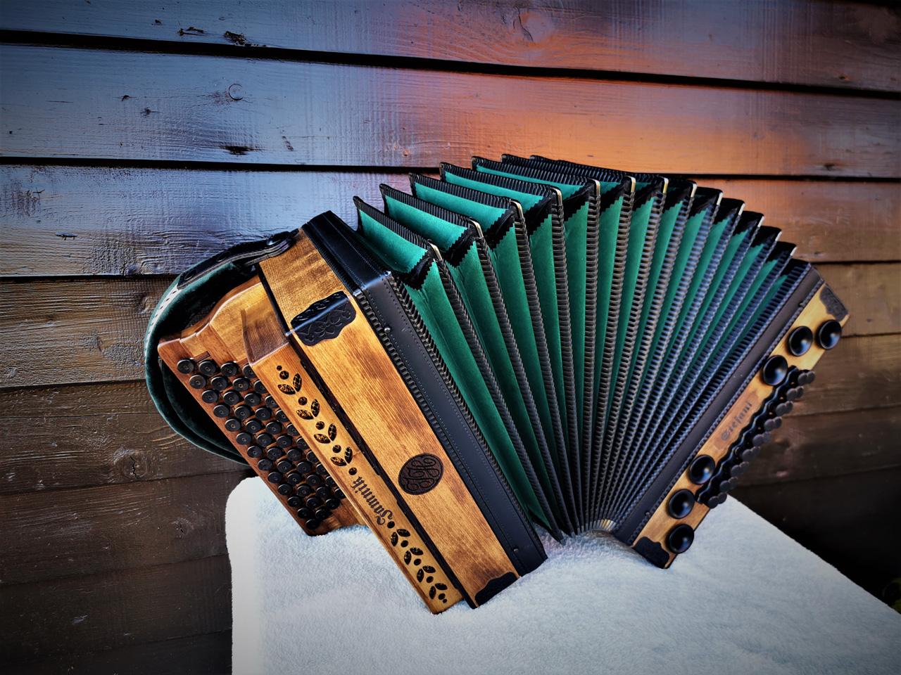 Steirische Harmonika Fichte gebeizt dunkelgrüner Balg