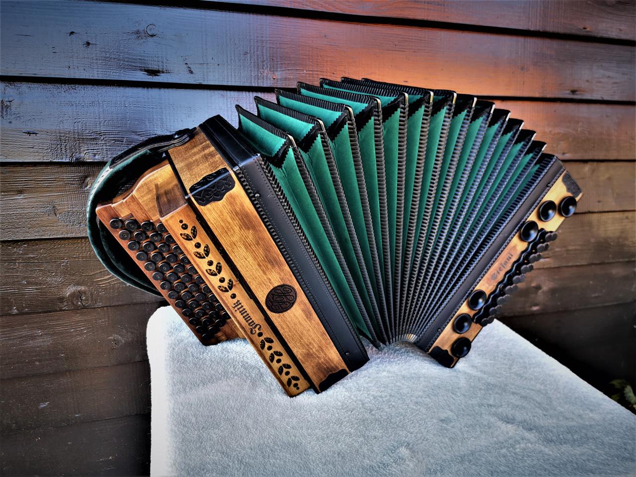 Steirische Harmonika Fichte gebeizt