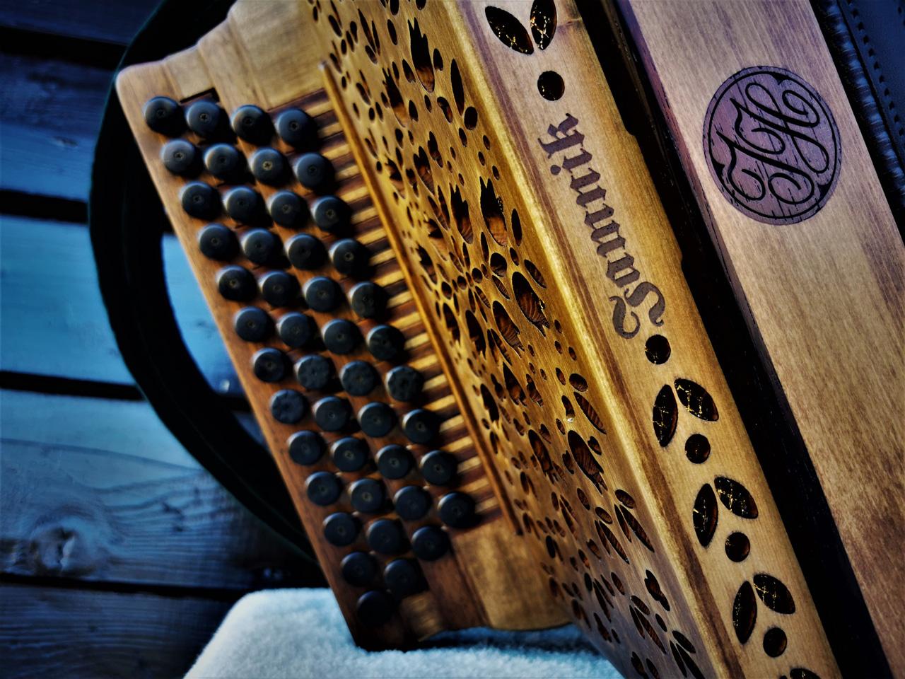 Steirische Harmonika Fichte gebeizt - Diskantseite