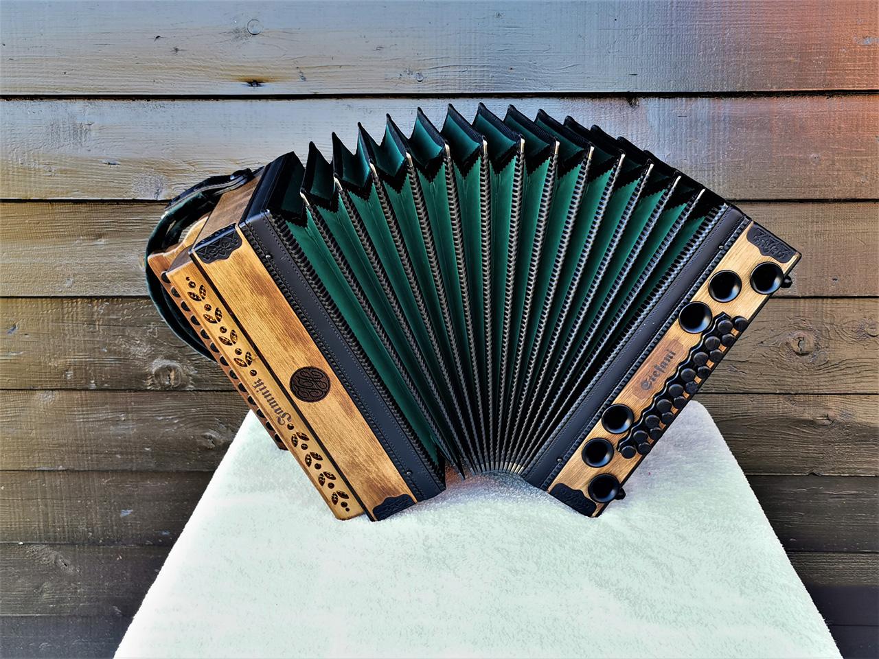 Steirische Harmonika Fichte gebeizt - Komplettansicht