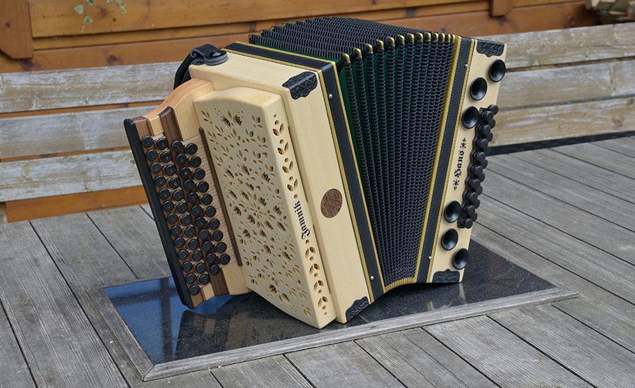 Steirische Harmonika Haselfichte von vorne