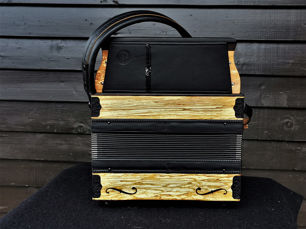 Steirische Harmonika aus Erlenholz - Rückseite