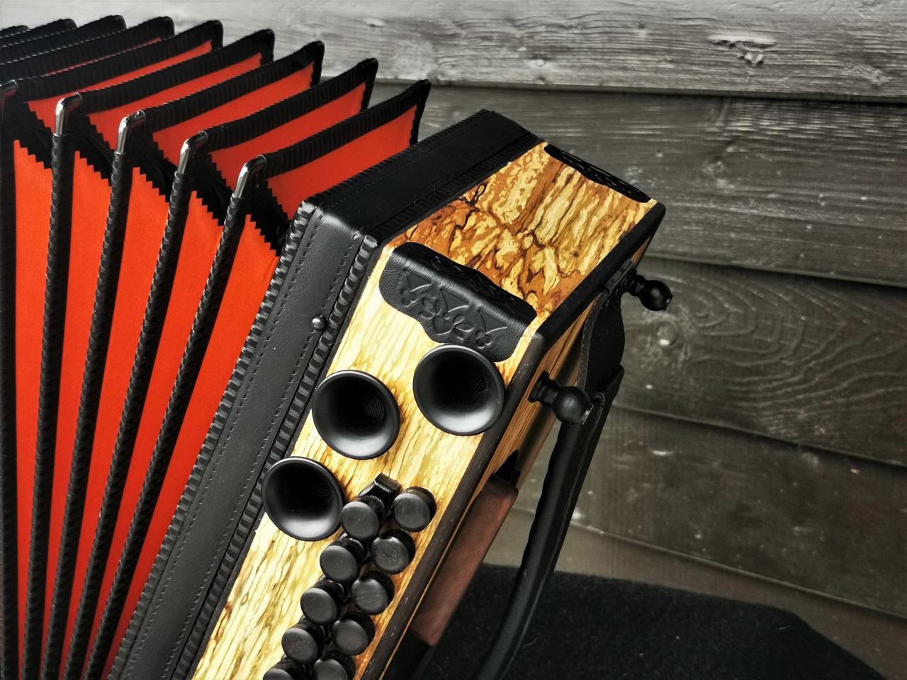 Steirische Harmonika aus Erlenholz - Oranger Balg