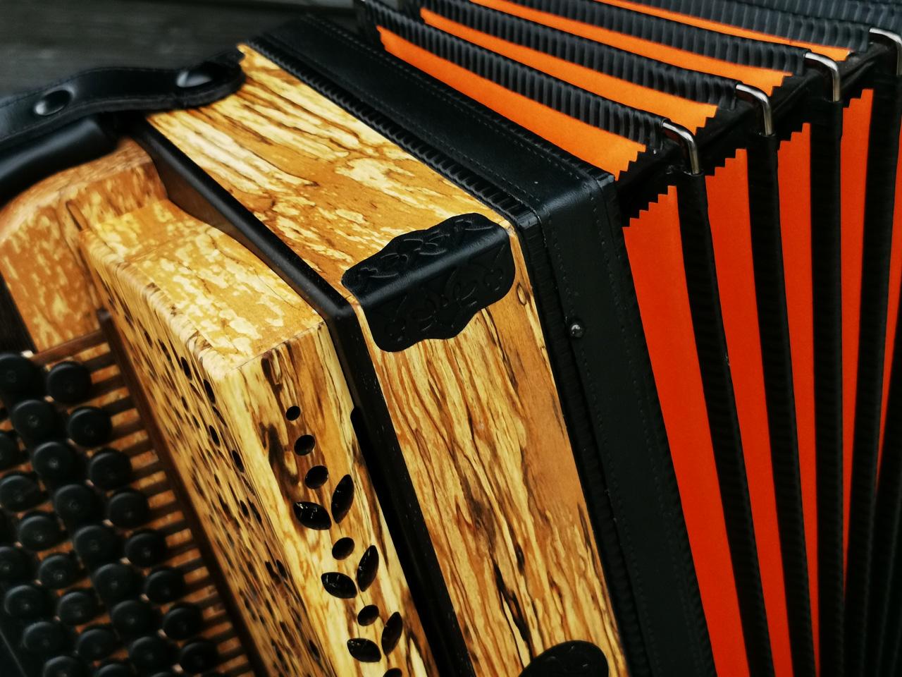 Steirische Harmonika aus Erlenholz