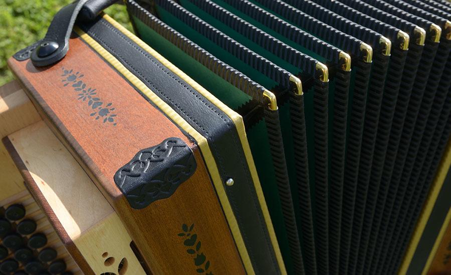 Steirische Harmonika Mahagoni Balg