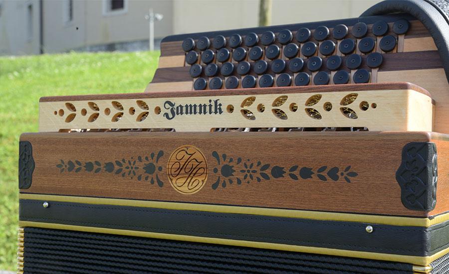 Steirische Harmonika Mahagoni Vorderansicht