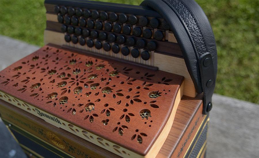 Steirische Harmonika Mahagoni Verdeck