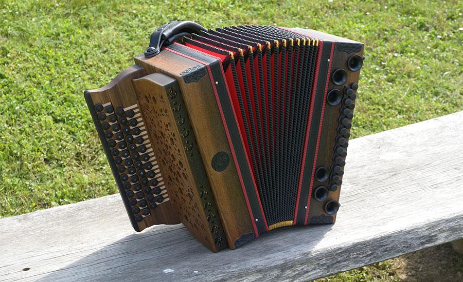 Steirische Harmonika Mooreiche von vorne