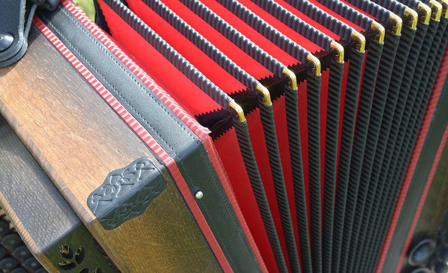 Steirische Harmonika Mooreiche roter Balg