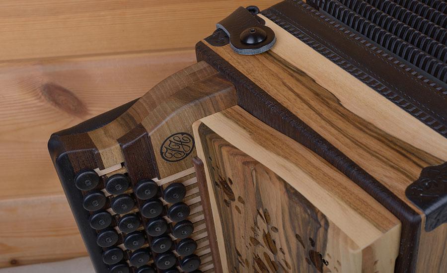 Steirische Harmonika Nußbaum Griffstock