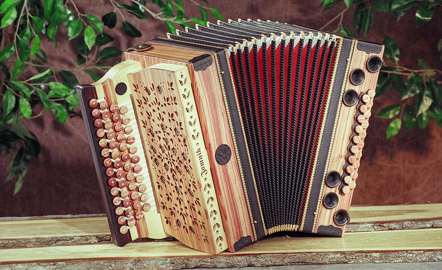 Jamnik Harmonika Rosenholz von vorne