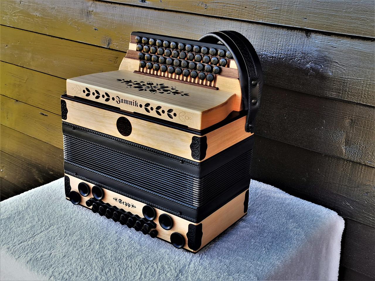 Steirische Harmonika aus Wildkirsche