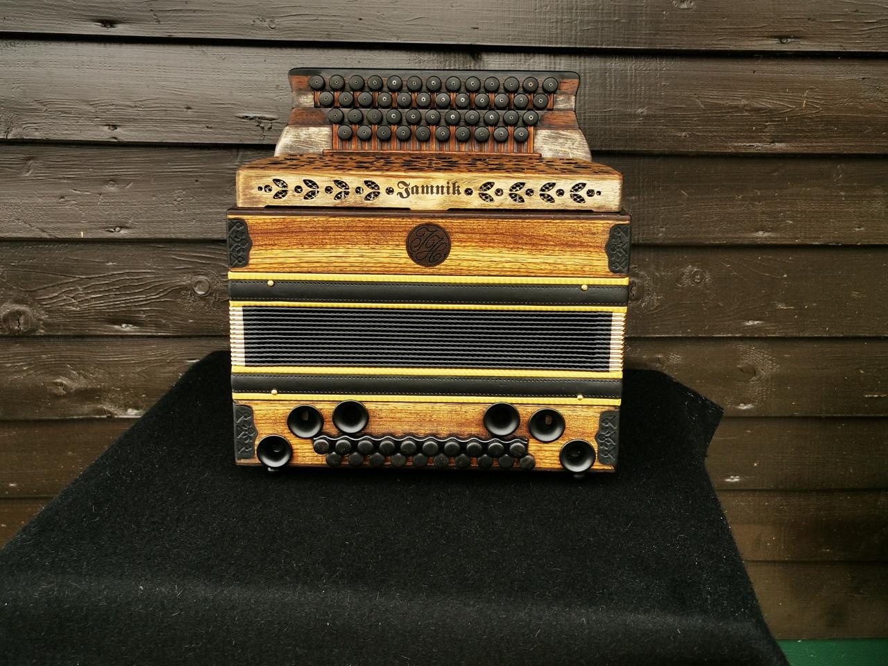 Steirische Harmonika Zebrano antike Optik von vorne