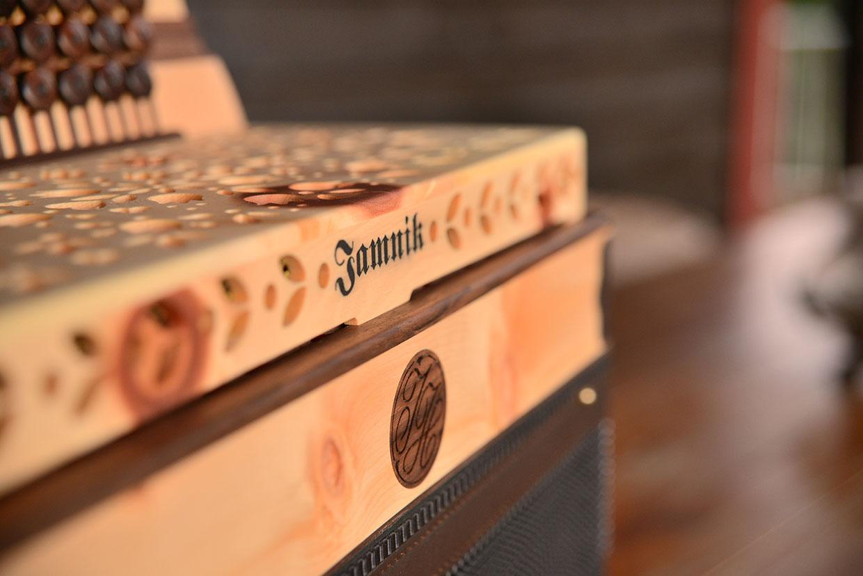 Diskant Detail Steirische aus Zirbenholz