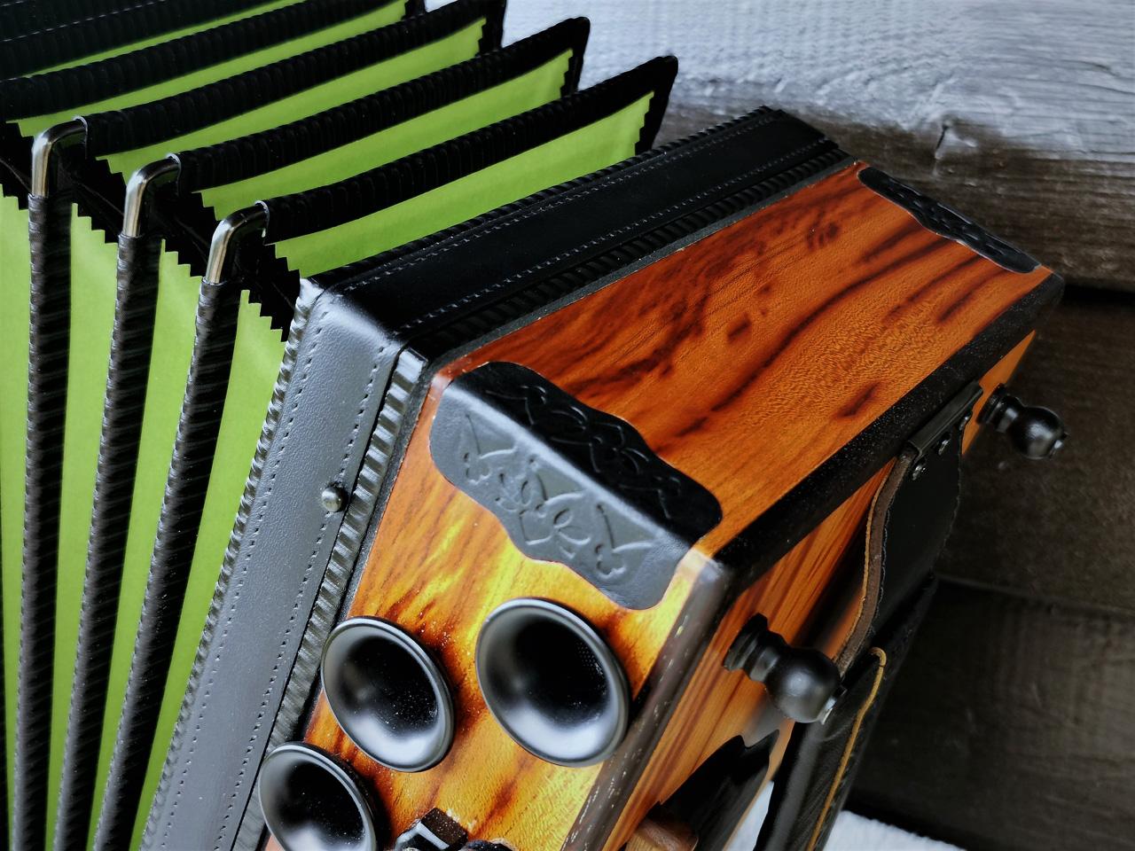 Steirische Harmonika aus Zwetschgenholz
