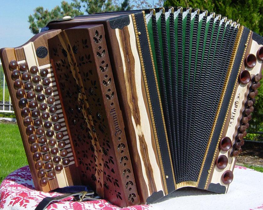 Harmonika mit Rebholz-Stock gefertigt