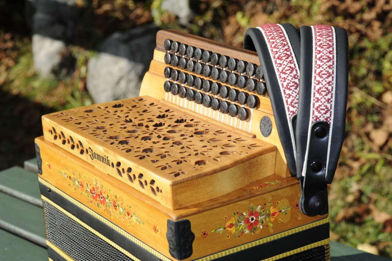 Herbert Pixner Harmonika Seitenansicht