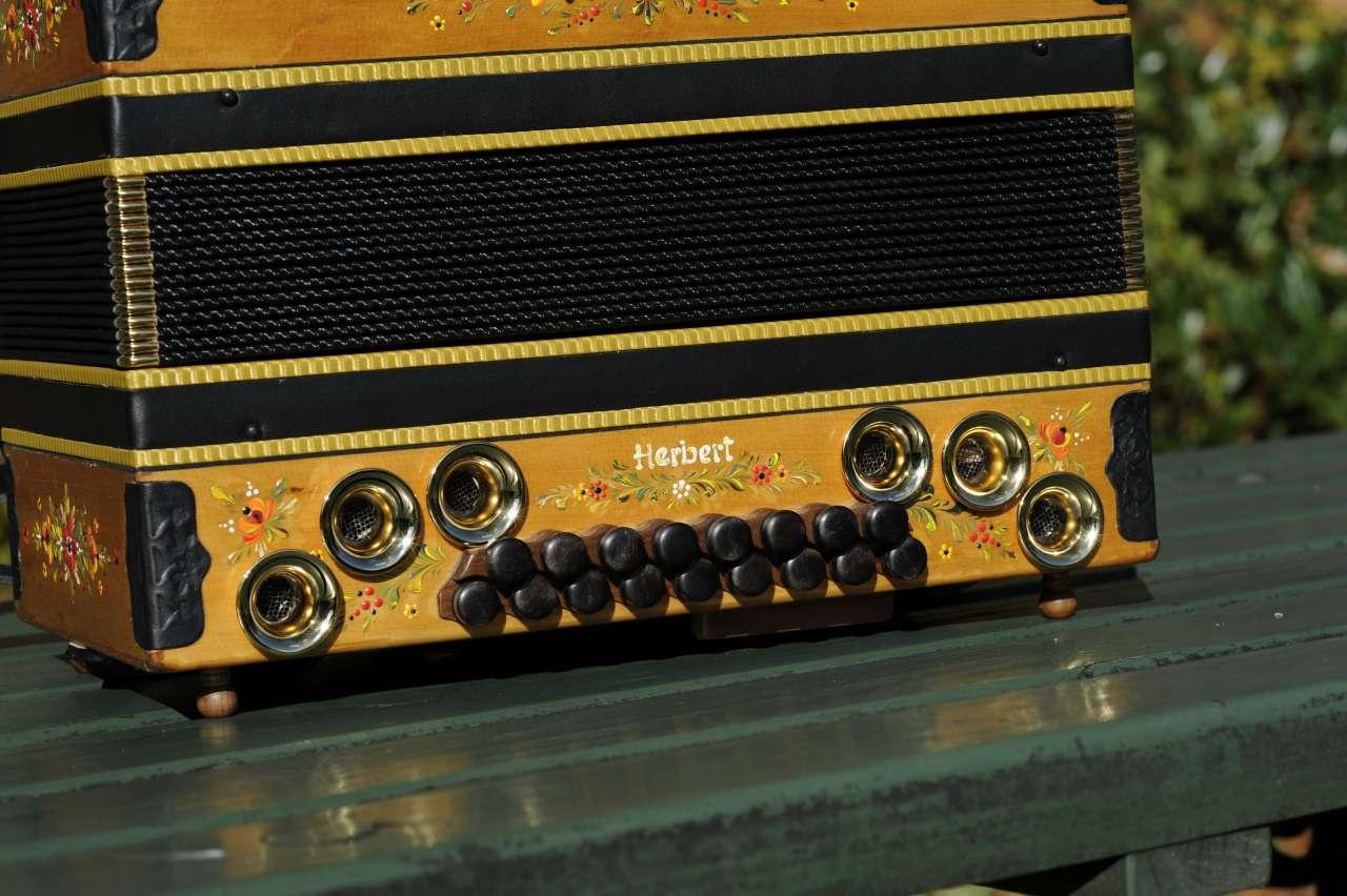 Herbert Pixner Harmonika Balg und Bassseite